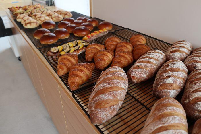 岩本こむぎ店 食パン、フランスパンを始め毎日50種類のパン