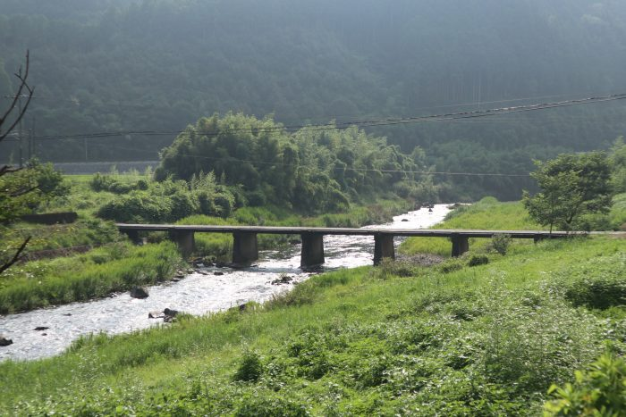 久万秋の沈下橋(四万十川本流にかかる第2番目の沈下橋)