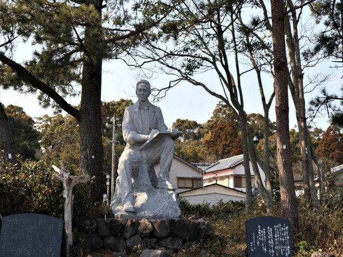 故・青柳祐介氏の銅像